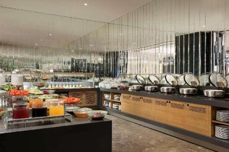 On-site restaurant Hawthorn Suites by Wyndham Istanbul Airport