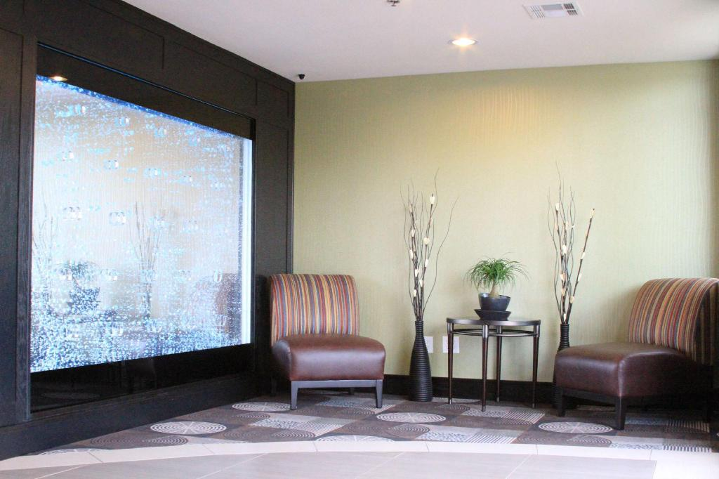 Lobby Best Western Plus Arlington North Hotel and Suites