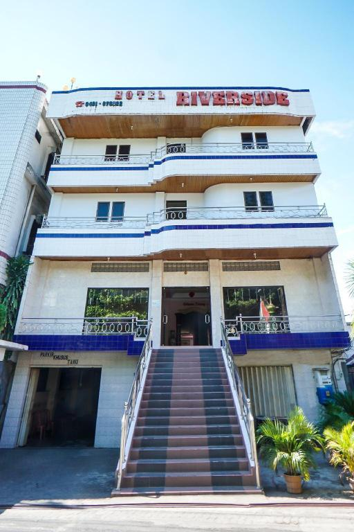 Exterior view OYO 970 Riverside Hotel