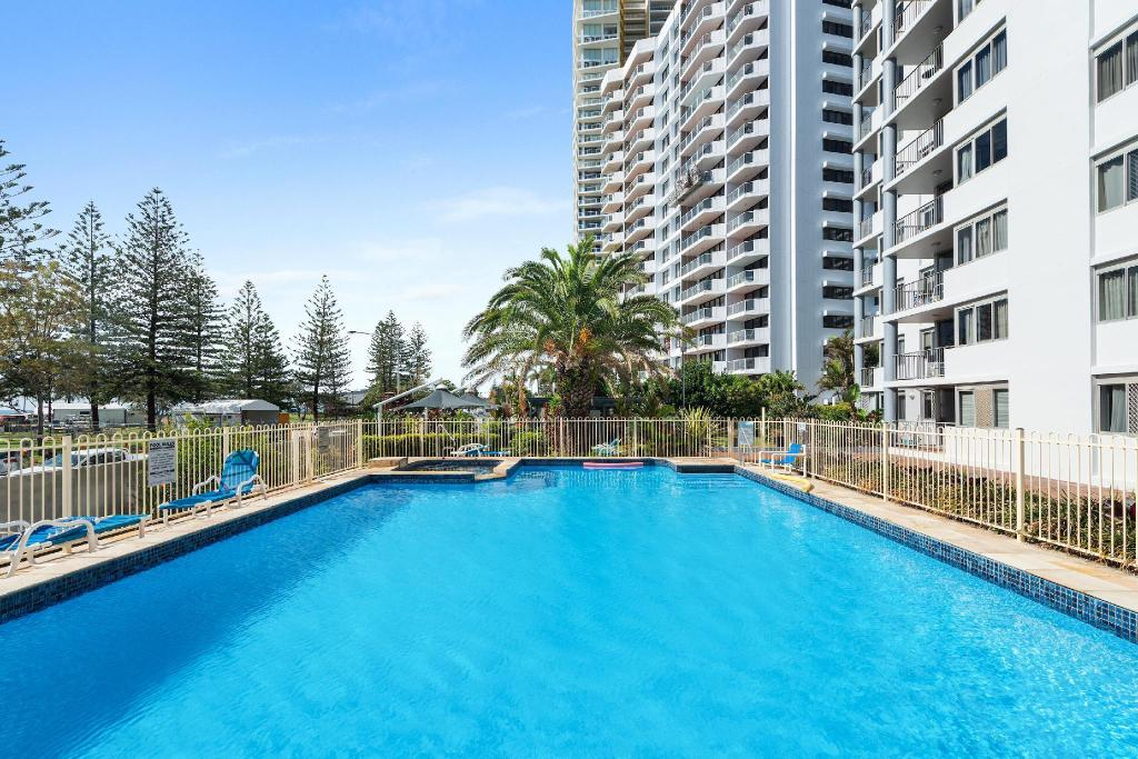 Swimming pool [outdoor] Sandpiper Apartments