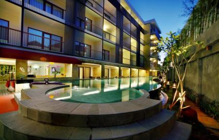 Swimming pool Quest Hotel Kuta