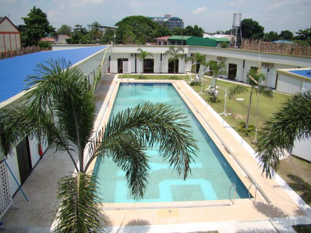 Swimming pool Angeles Sydney Resort Hotel Inc.