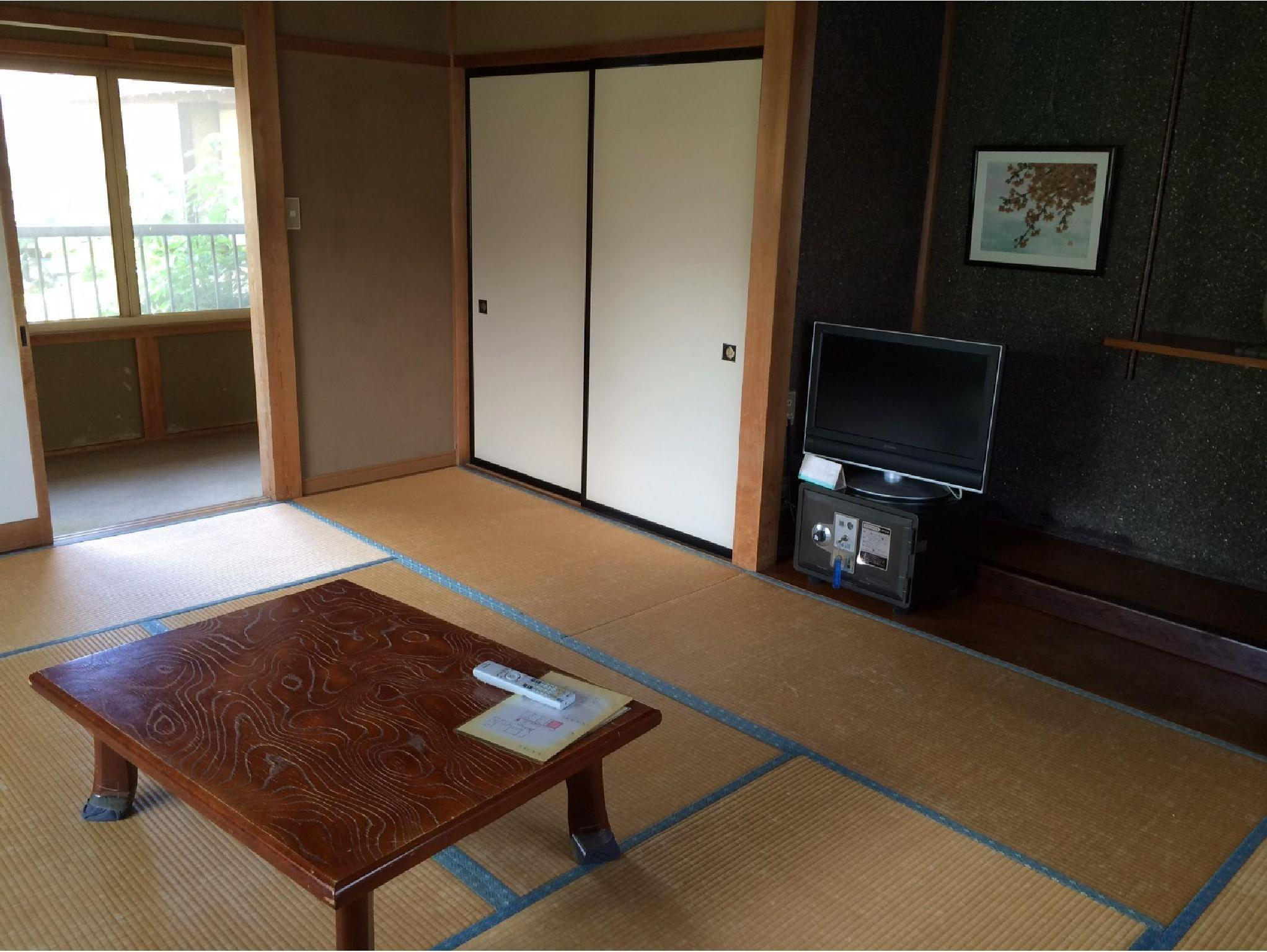 Japanese Style With Shared Bathroom For 2 people