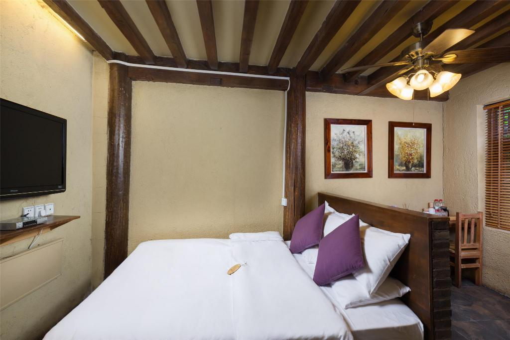 Superior Room Blossom Hill Inn Lijiang Neverland