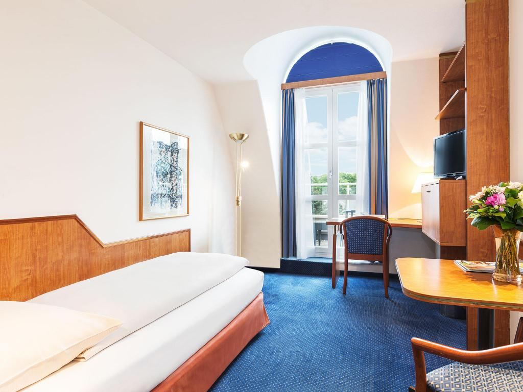 Economy Single Room - Bed Living Hotel Kaiser Franz Joseph by Derag
