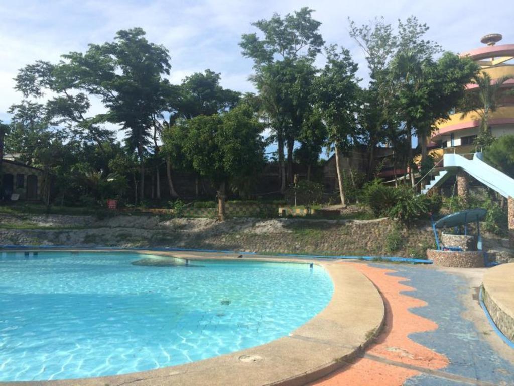 Best Price On Spring Valley Garden Resort In Naga City