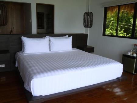 Deluxe Lake View King Bed - Guestroom Villas by Eco Hotel