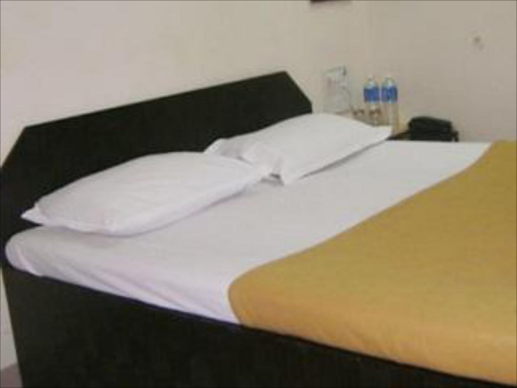 Deluxe Single Room Sai Residency Hotel