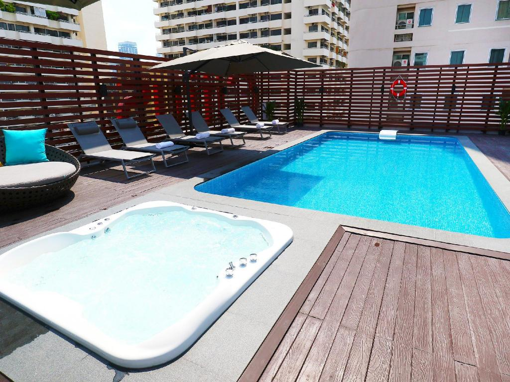 Swimming pool [outdoor] Citrus Suites Sukhumvit 6 by Compass Hospitality