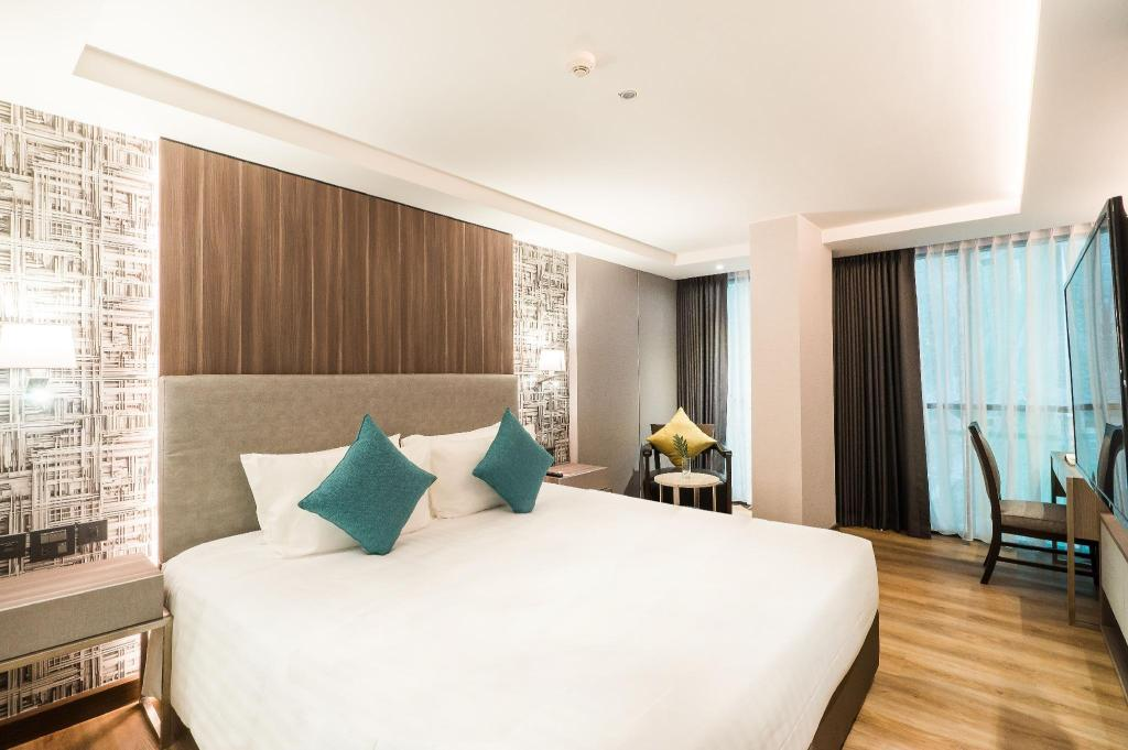 Deluxe Room - Bedroom Citrus Suites Sukhumvit 6 by Compass Hospitality