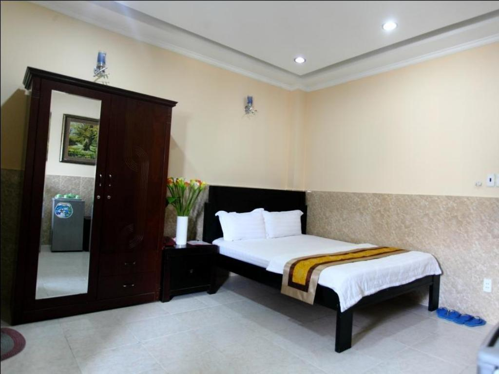 Standard Double Bed Song Thuong Hotel