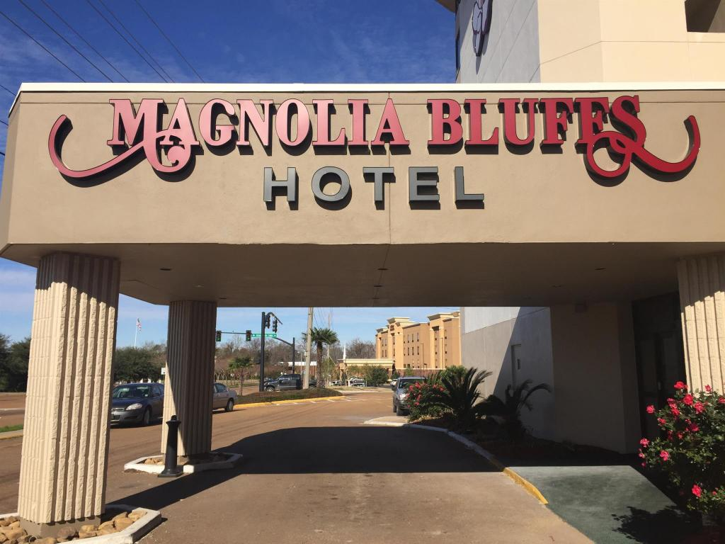 Magnolia bluffs casino hotel horseshoe casino free parking