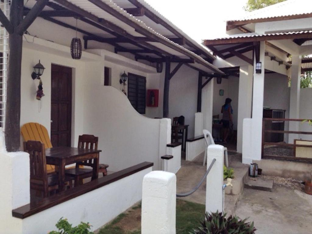 Bungalow - Outside seating area Kandugyap House by the Sea