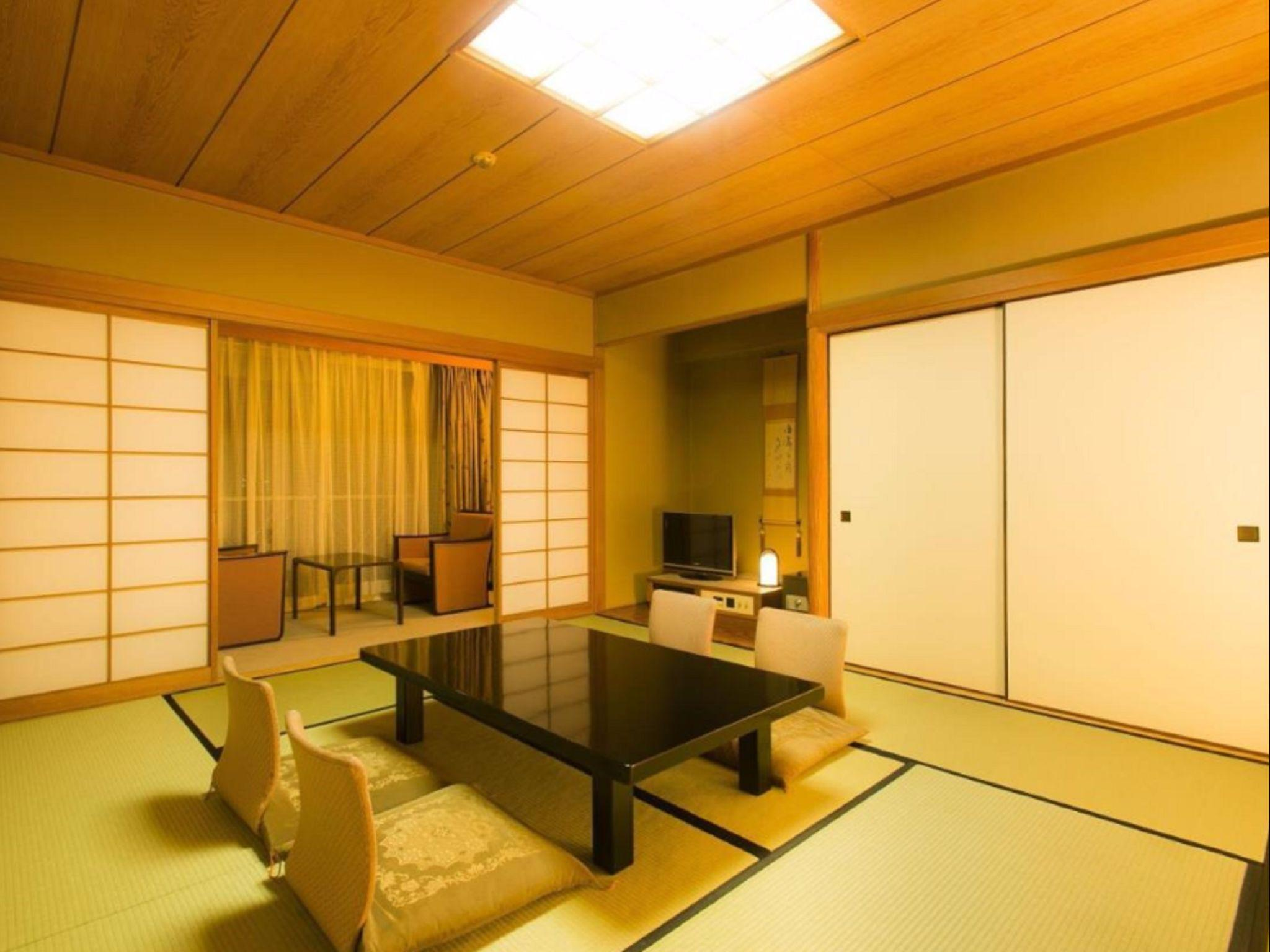 Japanese Style Room with 8 Tatami for 4 People