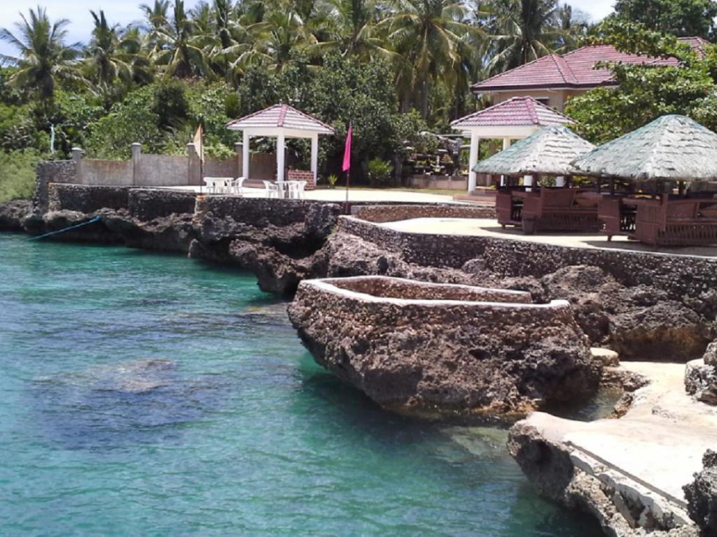 منتجع كاموتيس فلاينج فيش (Camotes Flying Fish Resort)