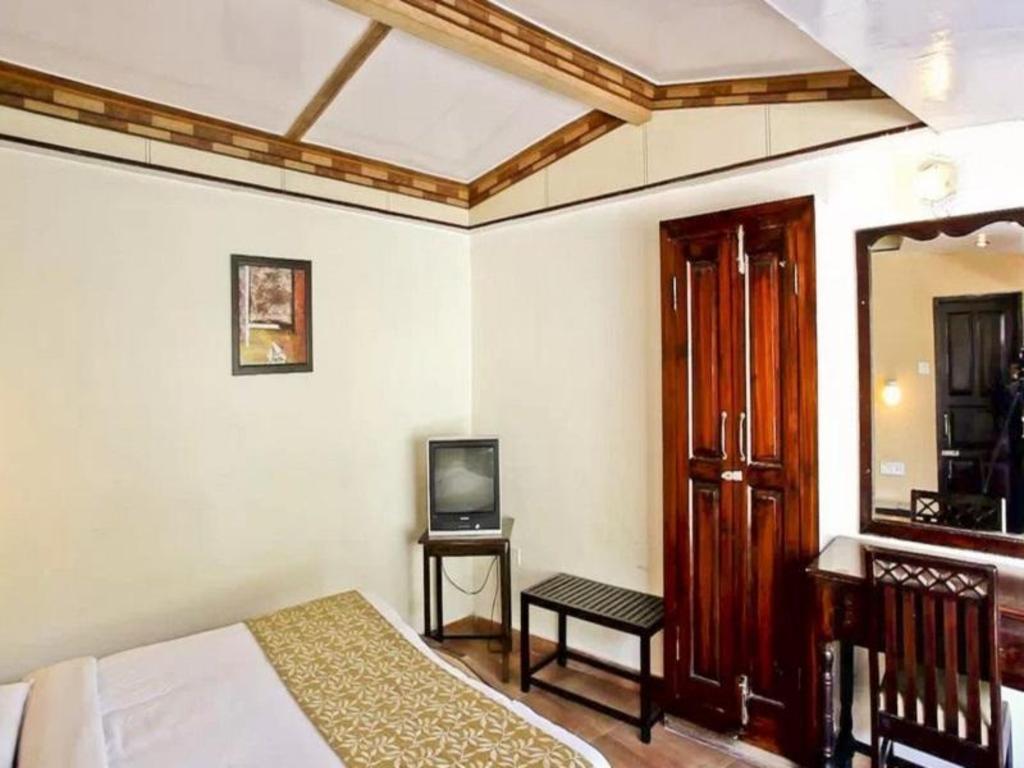 Hotel Himalaya, Nainital, India - Photos, Room Rates
