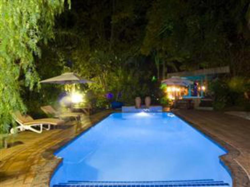 Swimming pool De Charmoy Estate Guest House