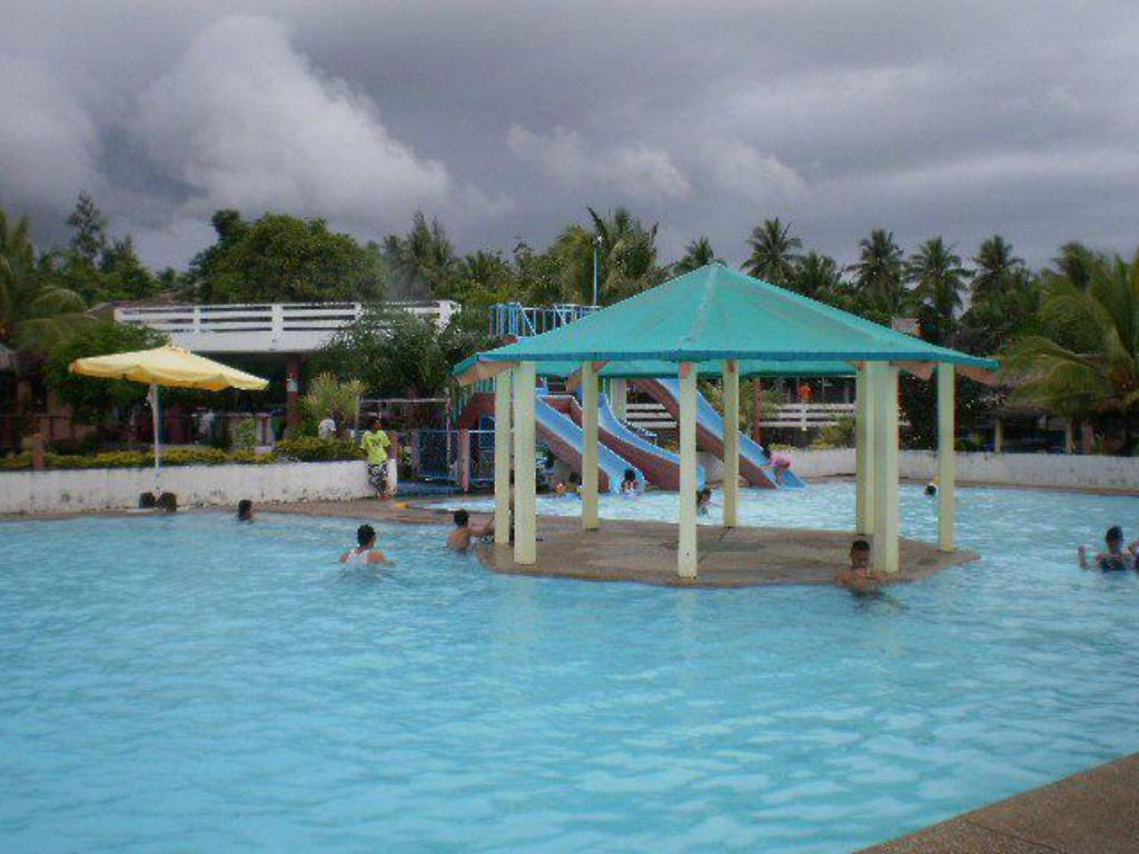Swimming pool Don Bitoy Resort and Catering Services