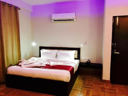 Superior King Room The Park Residency Greater Noida
