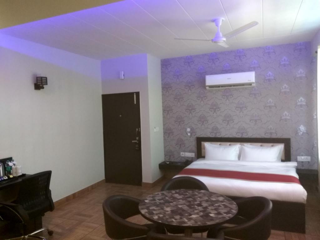 Junior Suite The Park Residency Greater Noida