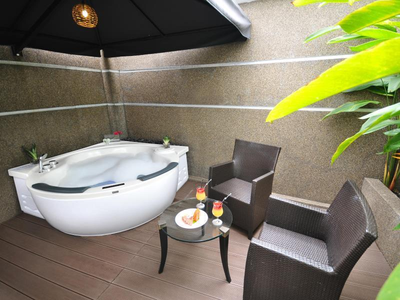 Executive Double Suite with Spa Bath