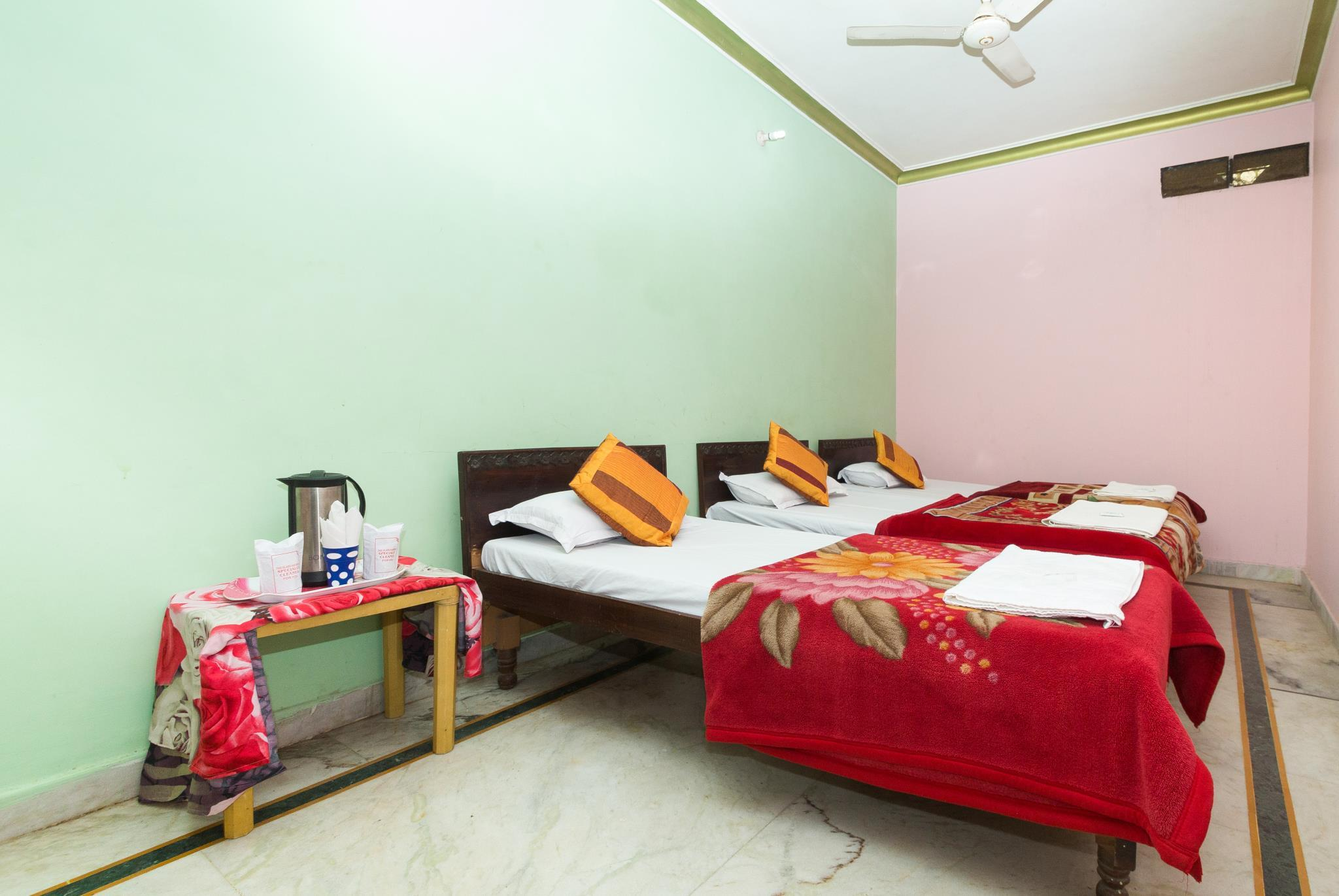 Single Bed in Mixed Dormitory Room with Shared Bathroom