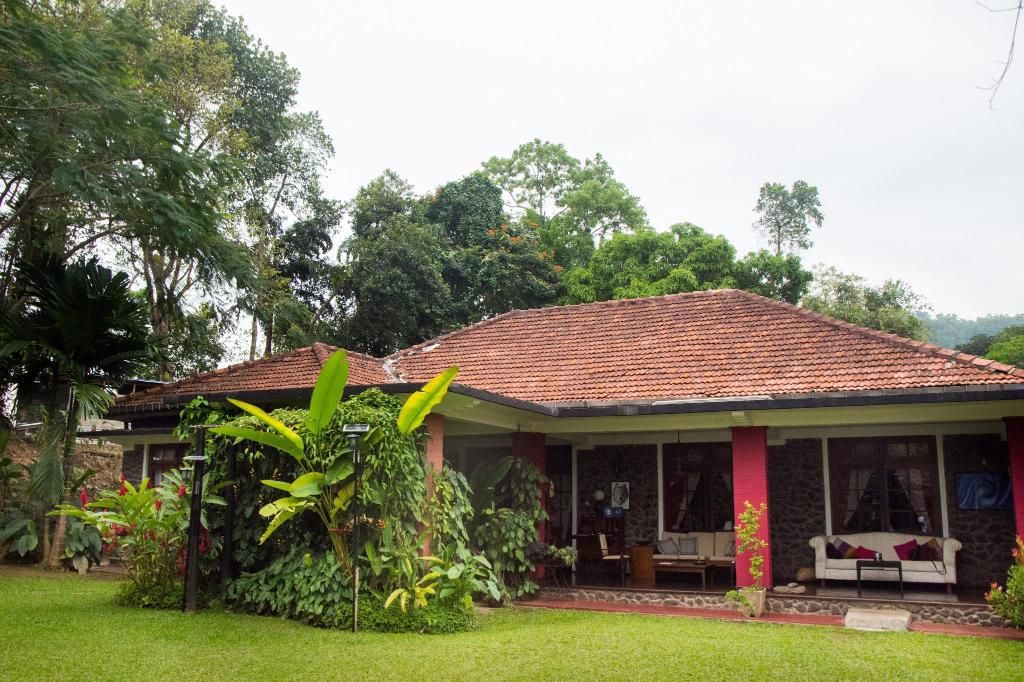 More about Kandyan Manor