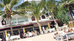 Royal Beach Hotel & Restaurant