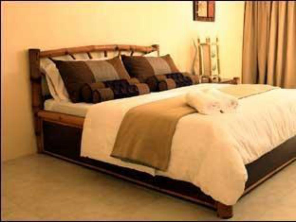 Standard Deluxe with 1 Queen Bed - Guestroom Bambu Villa Resort