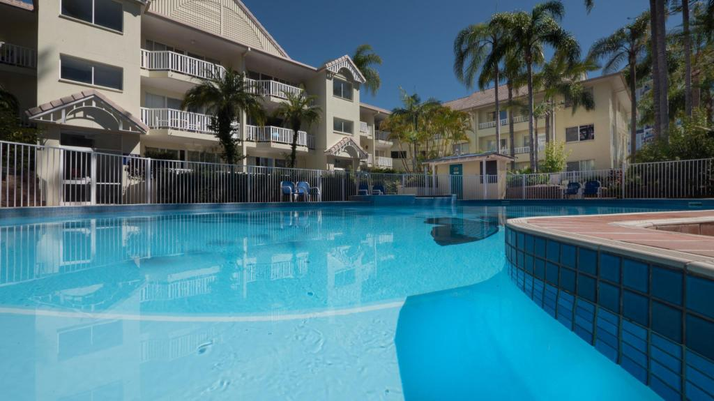 Swimming pool [outdoor] Surfers Tradewinds Holiday Apartments