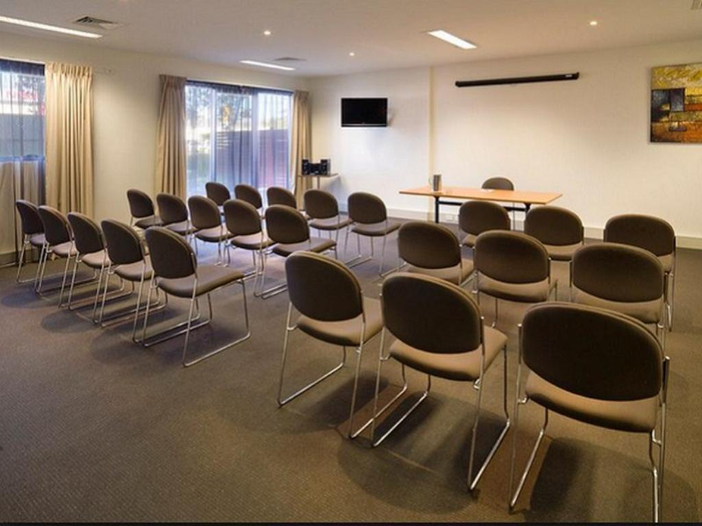 Business Center Quest Glen Waverley Serviced Apartment