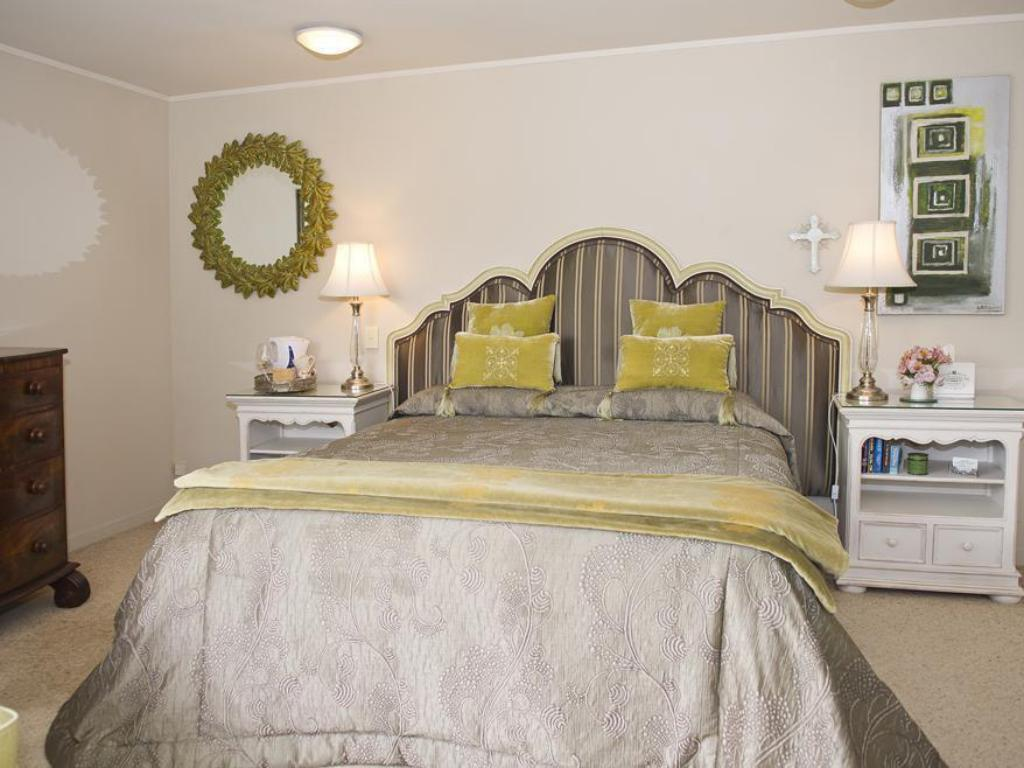 The Quail Suite - Bed