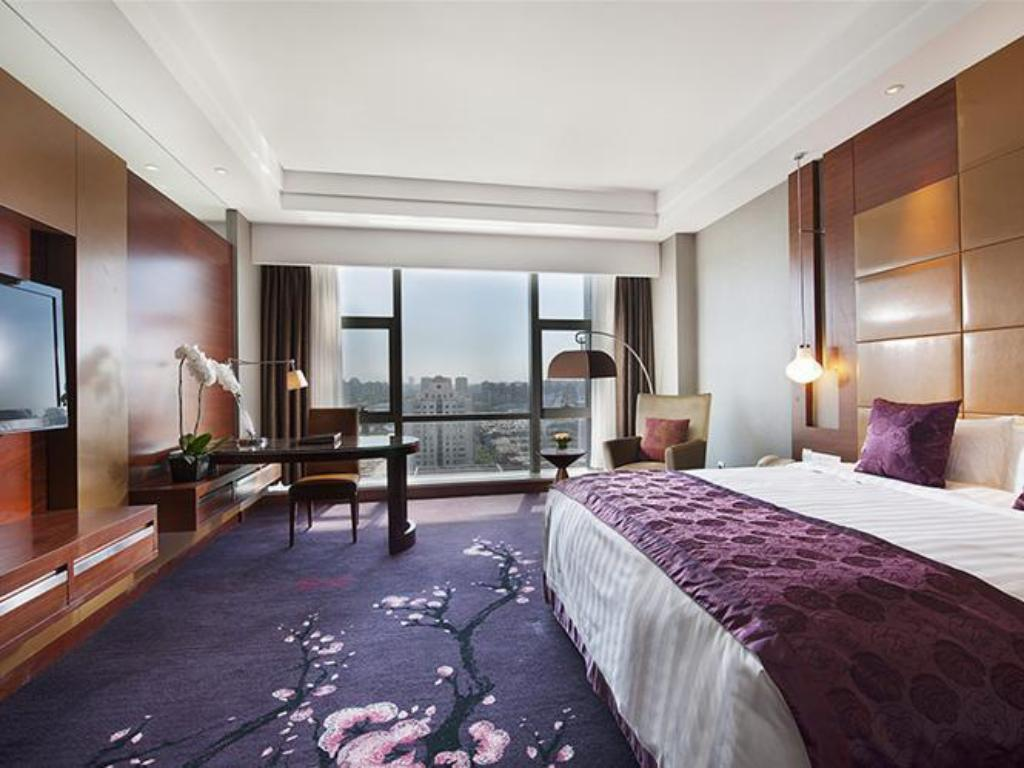 Standard Queen Bed Limasan Room Taishan Hotel