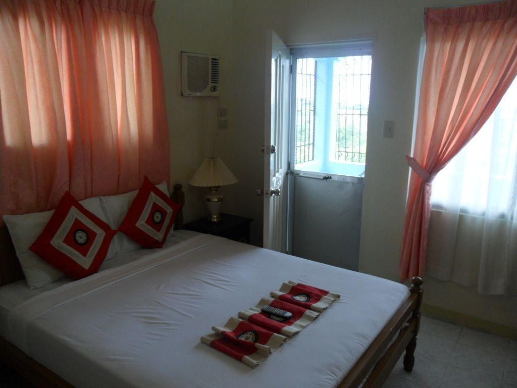 Deluxe - Bed Royal Taal Inn