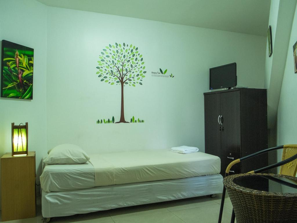 Standard Single Room - Bedroom Rainforest Guest House