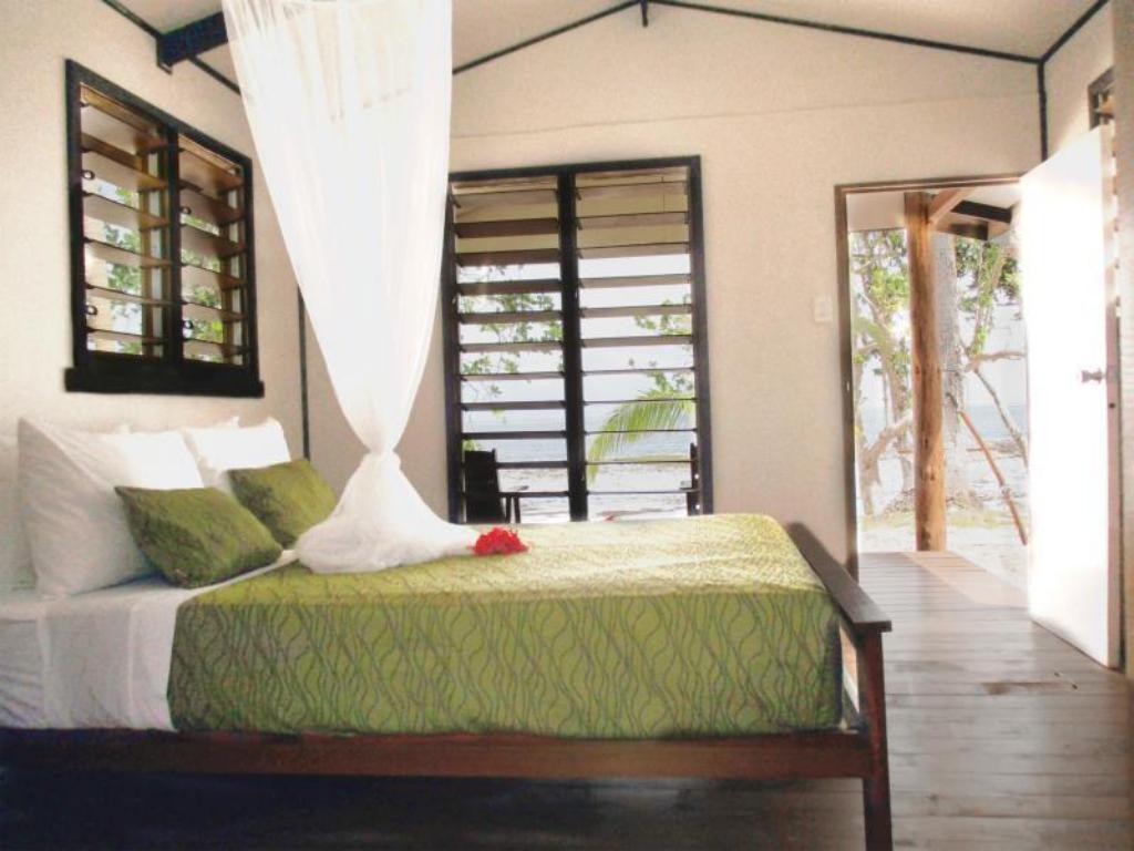 Double Beach Front - Bed Maqai Beach Eco Resort - All Inclusive