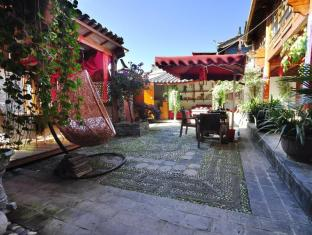 Lijiang Waterfront Inn