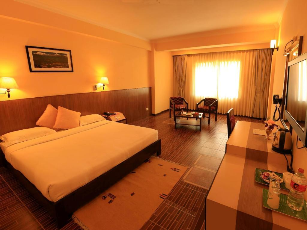 Deluxe with Pool View - Guestroom Mount Kailash Resort