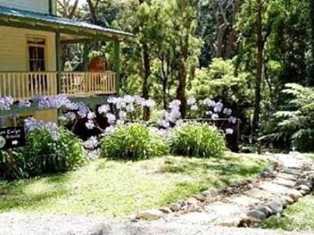 Mount Evelyn Retreat, Yarra Valley, Australia - Photos, Room