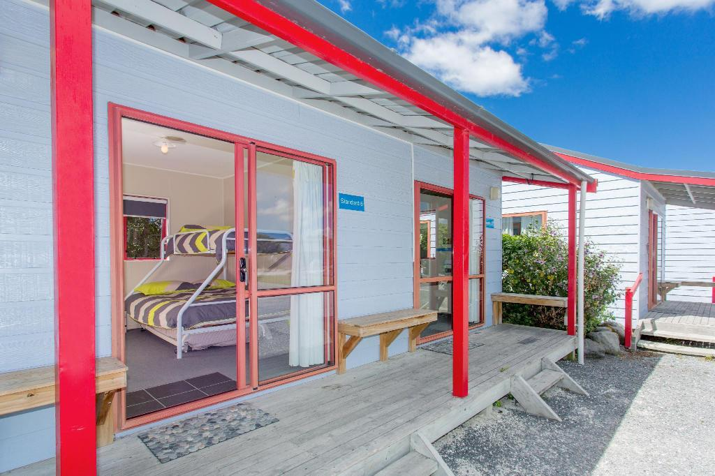 Standard Cabins - Bed Kaikoura TOP 10 Holiday Park