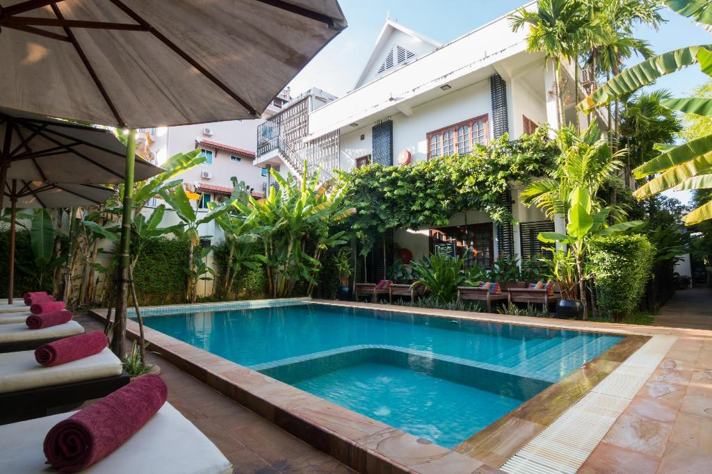 Swimming pool [outdoor] Apsara Centrepole Hotel