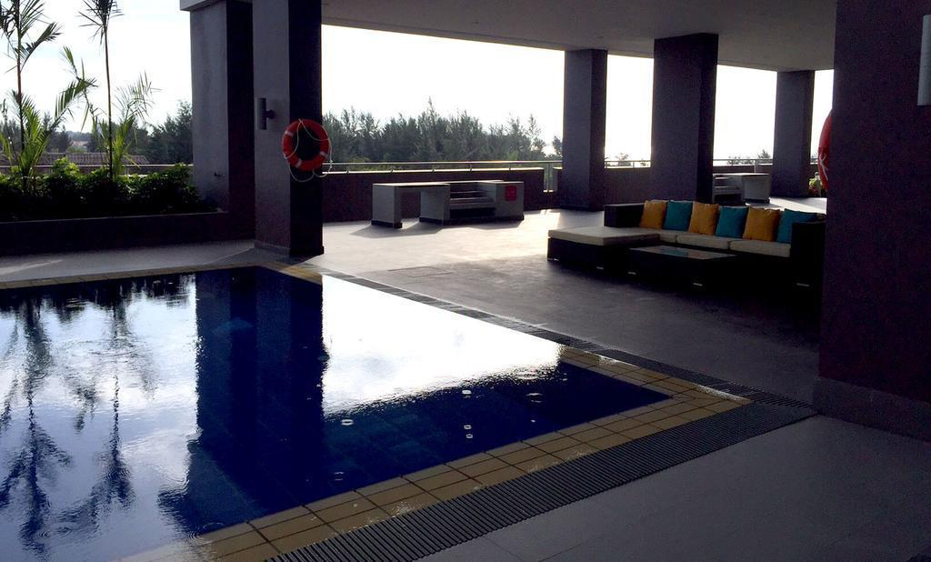 Swimming pool [outdoor] Condo Apartment @ Miri Waterfront
