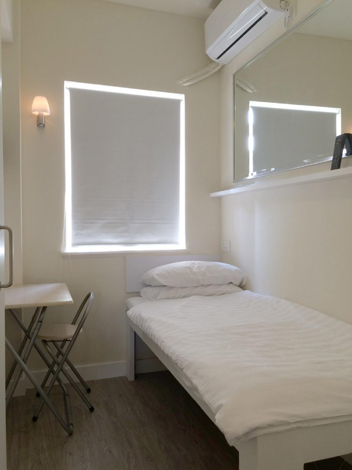 Mini Apple Room with Single Bed and Shared Bathroom