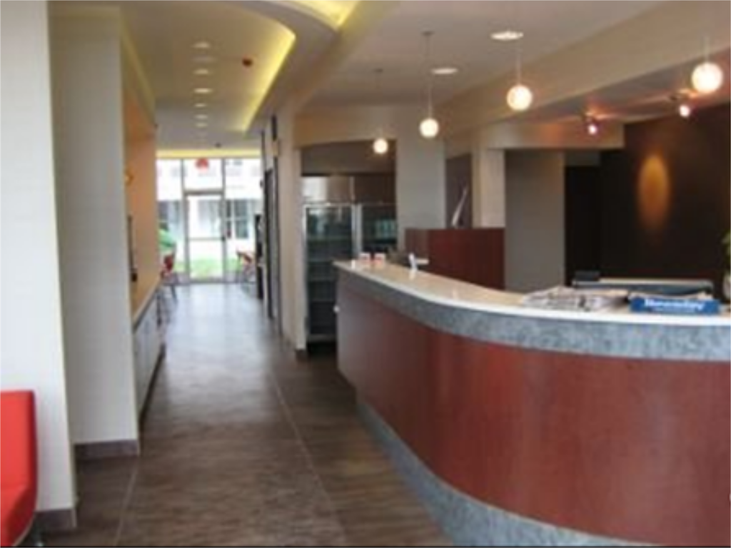 Empfangshalle Ramada Inn and Suites of Rockville Centre