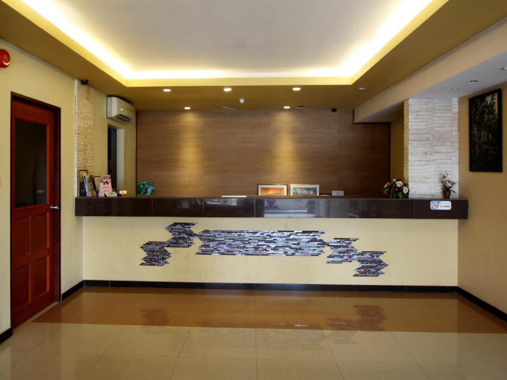 Lobby Fata Garden Hotel by Place2Stay