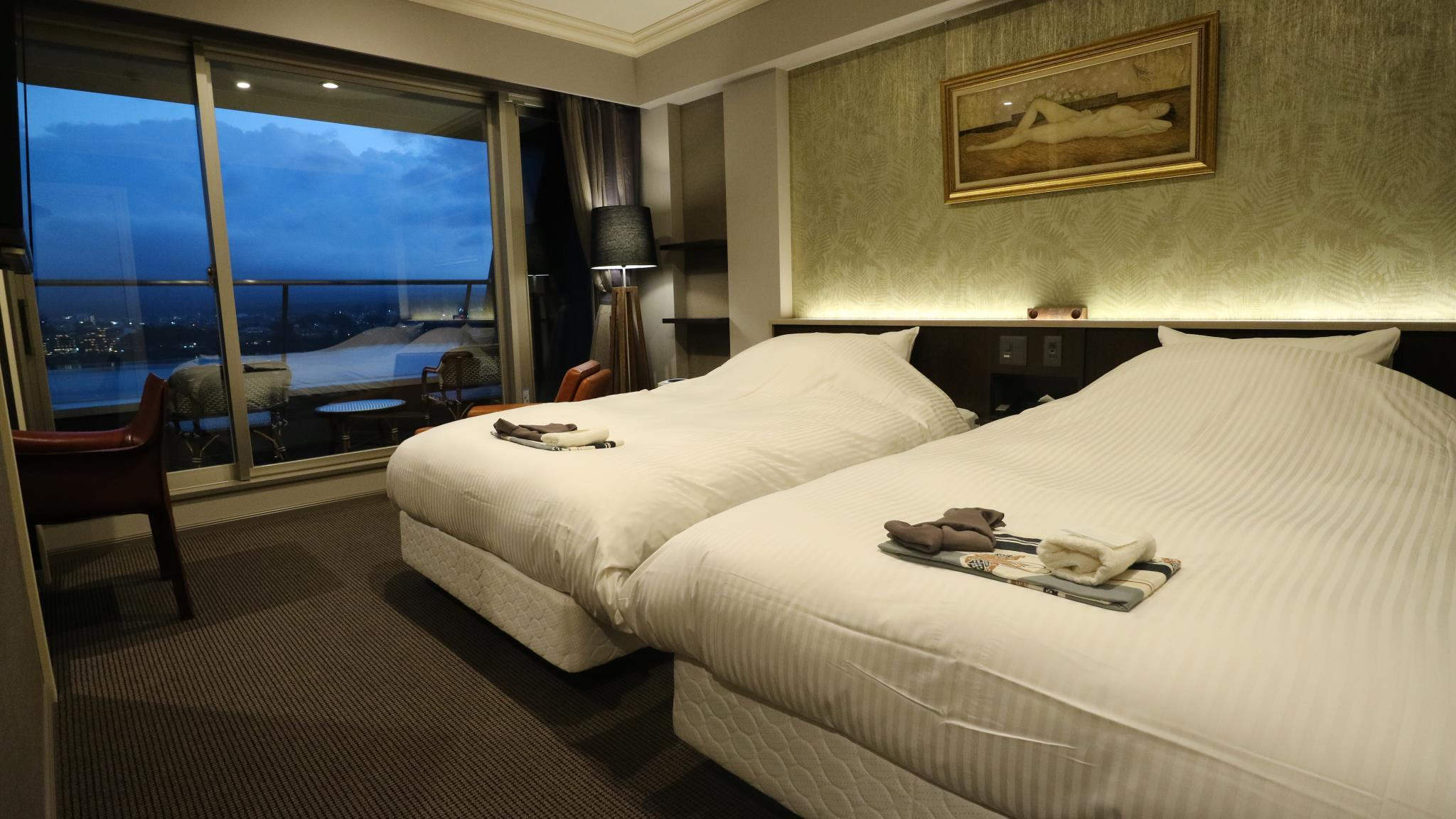 Upper Floor Mount Fuji and Lake View Twin Room with Balcony - Non-Smoking