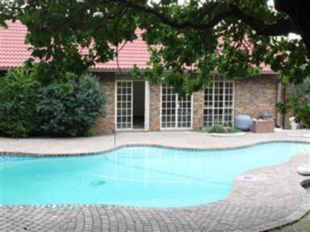 Swimming pool Farmers Folly Guest House
