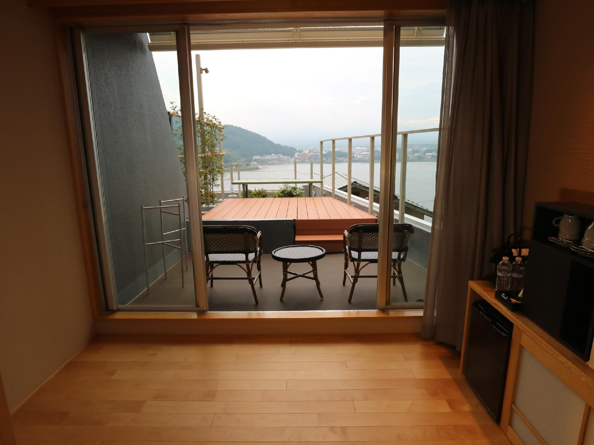 Mount Fuji and Lake View Japanese Style Room 1 for 4 People with Balcony - Non-Smoking