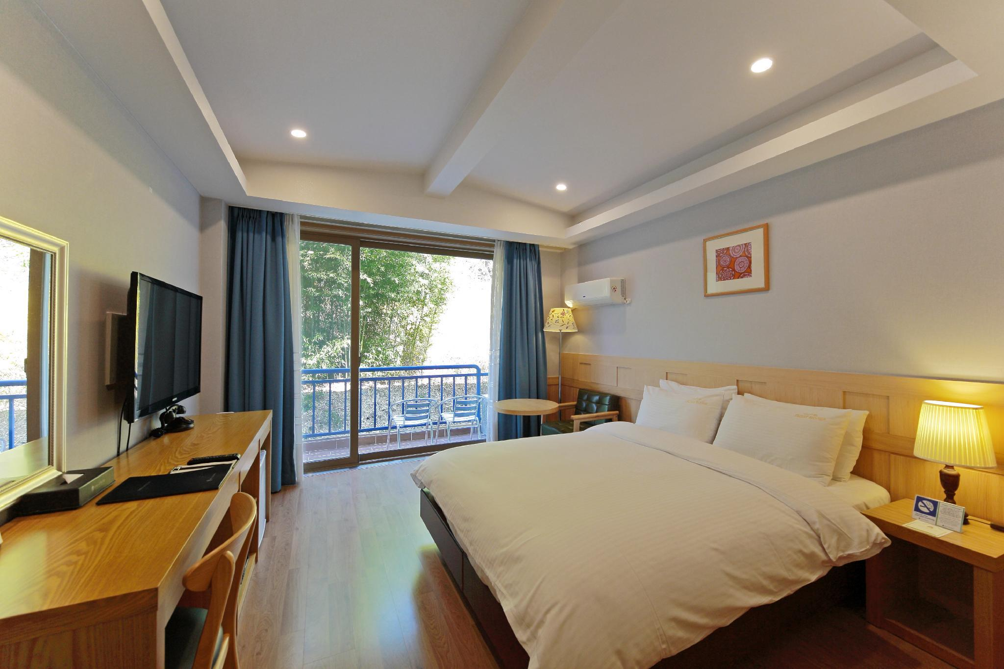 Standard Double - Kamar Saja (Standard Double - room only)