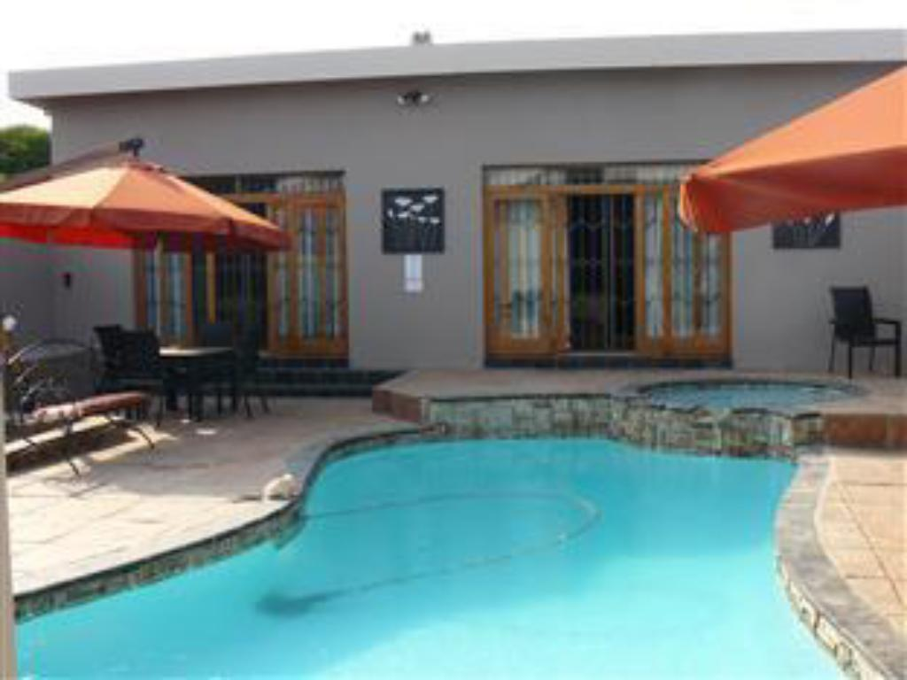 Swimming pool Abafazi Guest House